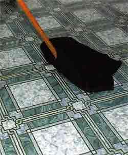Обычно причиной уменьшения трения на поверхности данного материала является воздействие на него воды или других жидких веществ