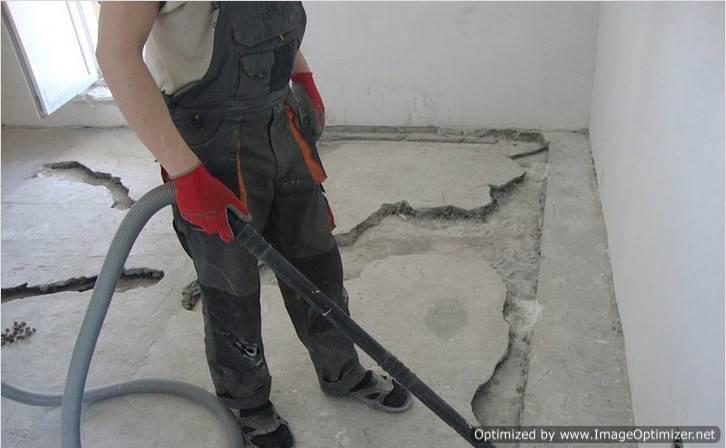 Очищаем основание под бетонную заливку