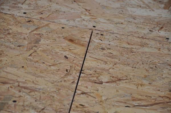 Ориентированно-стружечная плита поможет выровнять поверхность стяжки под финальное покрытие.