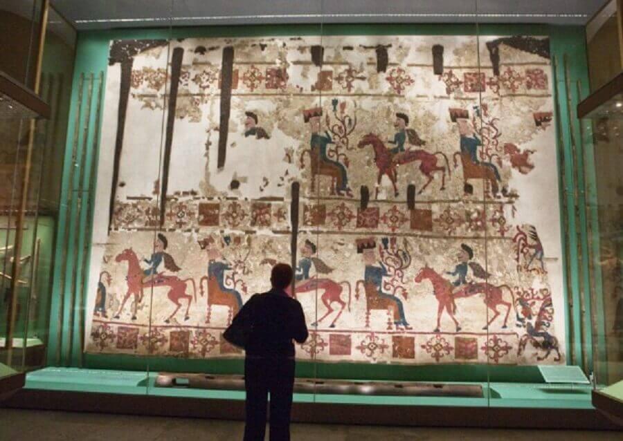 Самый древний пазырыкский ковер в Эрмитаже