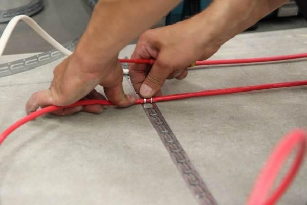 Пластина с ушком под кабель