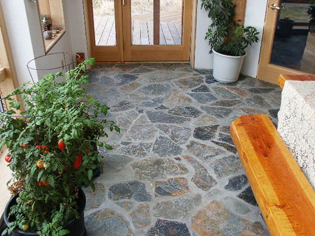 стильная плитка из натурального камня в интерьере