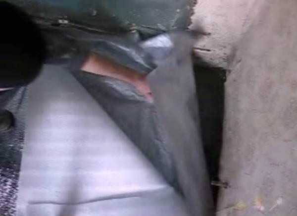 Под отражатель лучше подстелить гидробарьер
