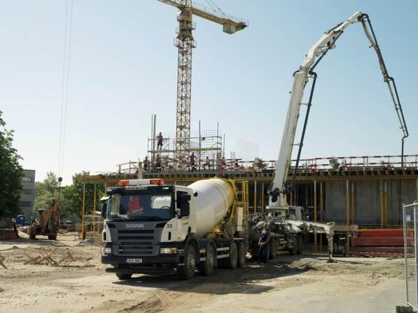 Подача смеси бетононасосом