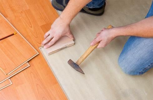 Подкладкой может служить любая деревяшка, подойдет даже обрезок ламинированной панели
