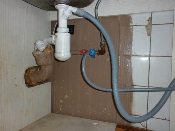 Подключение к канализации при помощи специального сифона