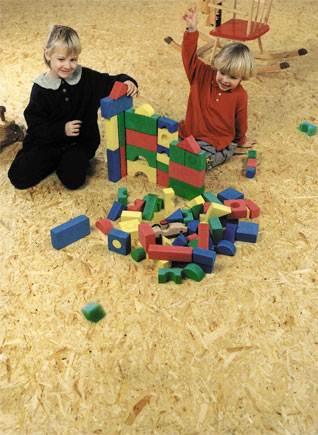 Пол из плиты OSB подходит для жилых и даже детских помещений.