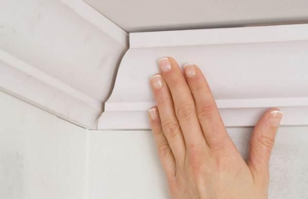 Полипропиленовый плинтус для потолка
