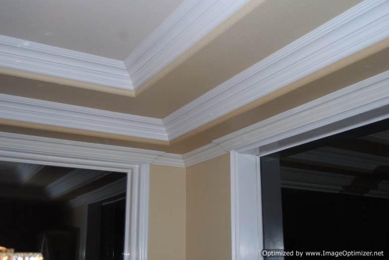 Потолочный плинтус из полистирола для окантовки верхних плоскостей