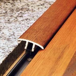Пороги с крепежной планкой удобны в монтаже и достаточно аккуратно смотрятся.