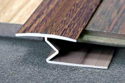 Порожек со встраиваемым под покрытие типом крепления.