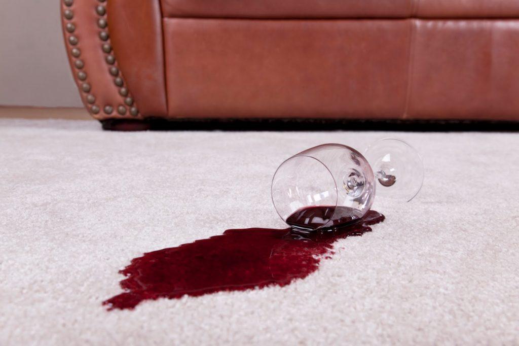 Если хотите возмещение убытков за пролитое вино на ковер - указывайте это в документе страхования имущества
