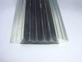Противоскользящая алюминиевая накладка с резиновой вставкой