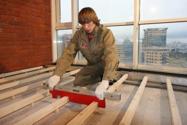 Проверка лаг строительным уровнем