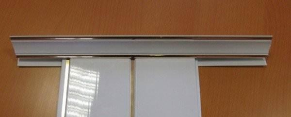 ПВХ панель, размещенная в шпунте галтели.