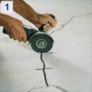 Разделка трещин с созданием штроб для скоб
