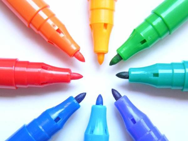 Разноцветные фломастеры – разноцветные пятна.