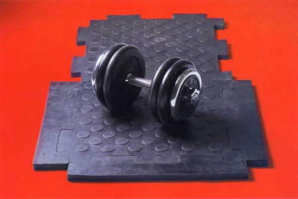 Резиновые полы для спортзалов уместны в особых местах занятия с тяжестями, когда к тому же часто необходимо использовать резину с рифлёной поверхностью в целях безопасности