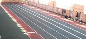 Резиновый пол для спортзала – рекортан – уместен в легкоатлетических залах, хотя в таких специализированных местах для занятия спортом всё изначально выполняется только профильными подрядными организациями