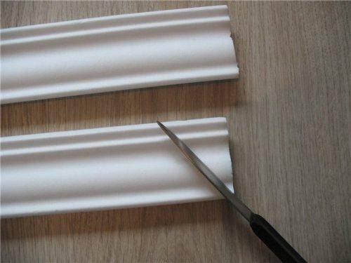 Гибкий потолочный плинтус – быстрый и качественный монтаж своими силами
