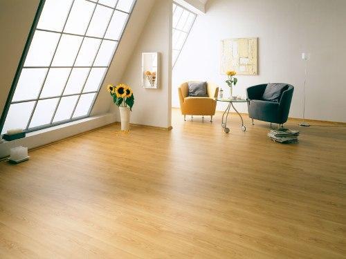 Ровный деревянный пол в доме