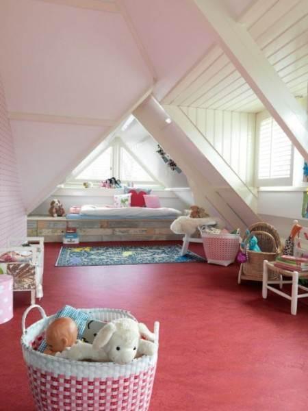 Розовый линолеум для детской комнаты маленькой принцессы