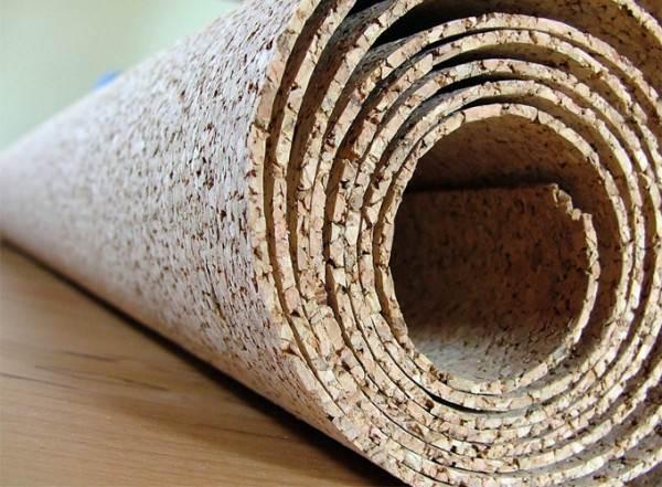 Рулонный материал часто используется в качестве подложки под чистовое покрытие разных типов.