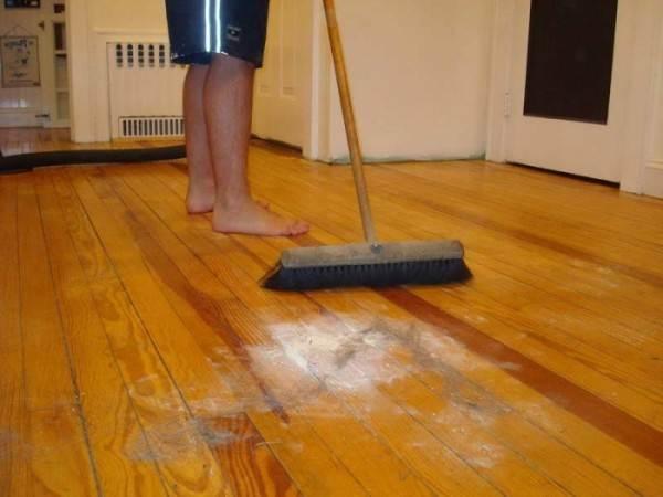 Щетка для мытья полов очень удобна для быстрой и качественной уборки