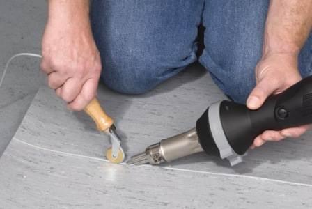 Шнур опасно держать голыми руками, его можно укладывать либо через специальный инструмент, либо в толстых перчатках