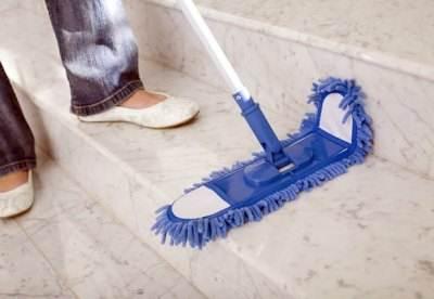 Шваброй, как на фото, удобно мыть лестницы