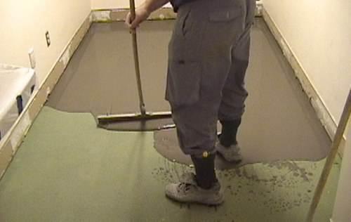 Сколько должна сохнуть стяжка под ламинат – зависит от ее состава, толщины и микроклимата помещения.