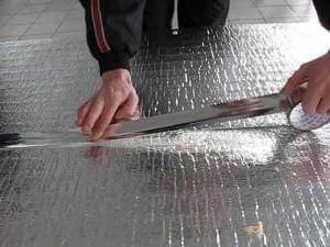 Стыки теплоотражающего материала следует соединять с помощью специальной ленты