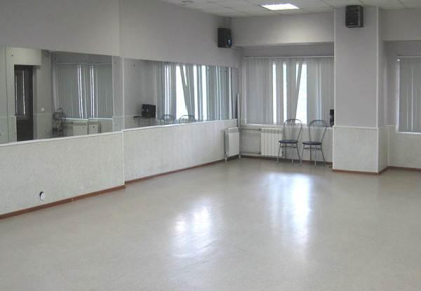Светлое виниловое покрытие в интерьере помещения
