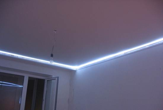 Световая лента по периметру потолка