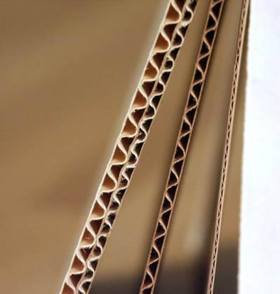 Толщина ламината и подложки, если она из гофрированного картона, по сути величина относительная и, строго говоря, вычислению не подлежит