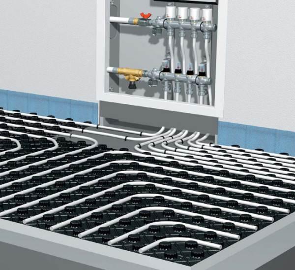 Трубы, уложенные на полистирольные плиты