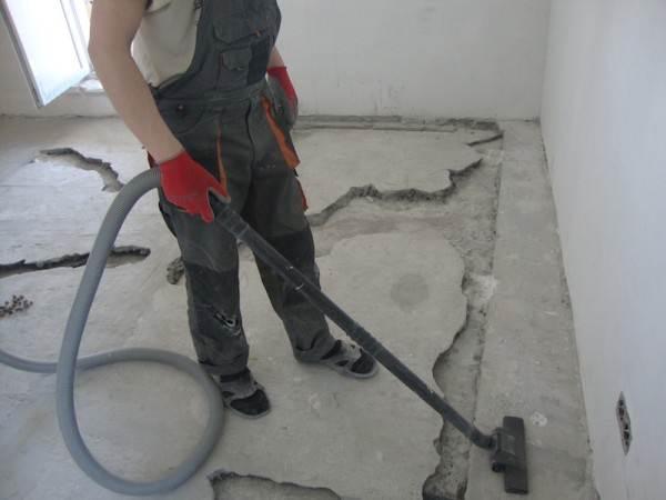 Углубление и обеспыливание полости трещин