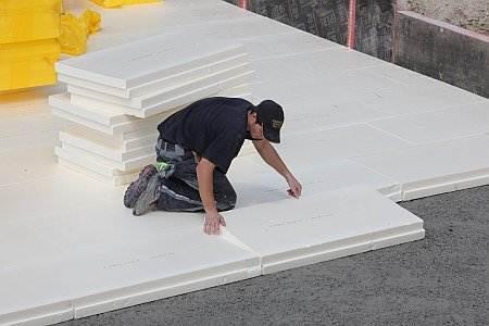 Укладка пенопласта помещения не более 20 квадратных метров занимает не более полутора часов