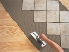 Укладка плитки на фанерный пол после выравнивания