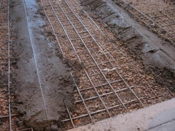 Установленные направляющие под цементную стяжку