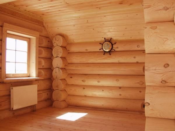 Устройство деревянного пола в частном доме требует знаний особенностей поведения древесины как строительного материала.