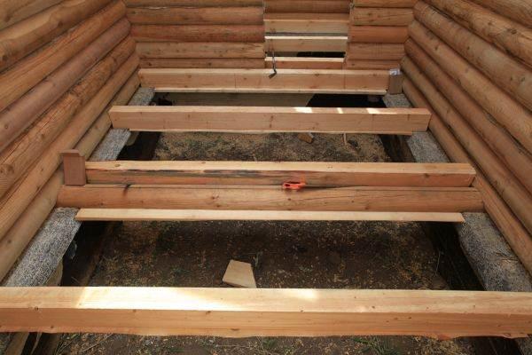 Устройство деревянных полов в загородном доме может отличаться в зависимости от конструкции постройки и режима ее использования.