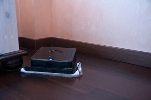 Устройство, при выключенном блоке навигации, объезжает мебель