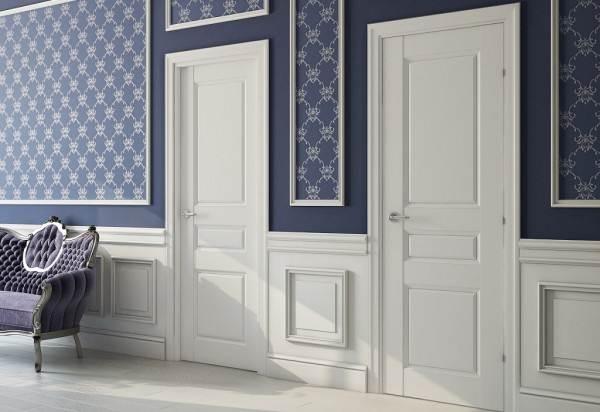 В классическом варианте колористическое решение пола и дверного полотна должны быть одинаковы.
