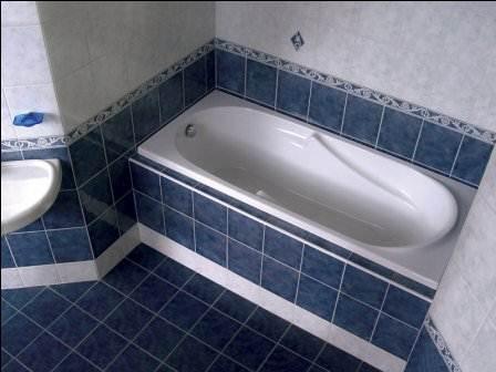 Ванна обложена плиткой