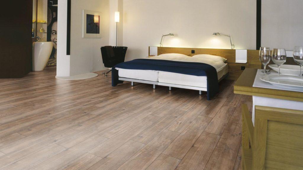 Красивый ламинат в спальне фото