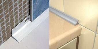 Виды монтажа планки между ванной и стеной: под плитку и на нее