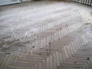 Во что превращается деревянное покрытие без должного ухода.