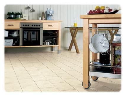 Водостойкий ламинат под плитку прекрасно подходит для кухни.