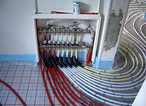 Водяные полы требуют установки сложного оборудования.